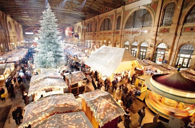 Weihnachtsmarkt im Hauptbahnhof
