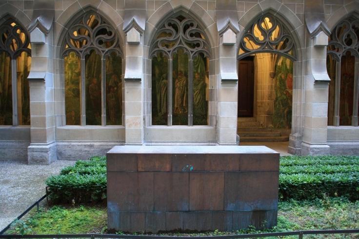 Denkmal an Katharina von Zimmern im Fraumünsterhof